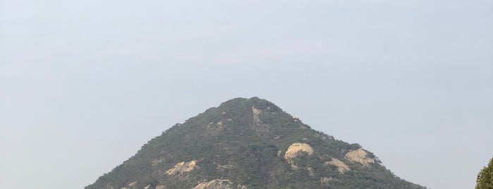 Cheongwadae is one of สถานที่ที่ Darwich ถูกใจ.