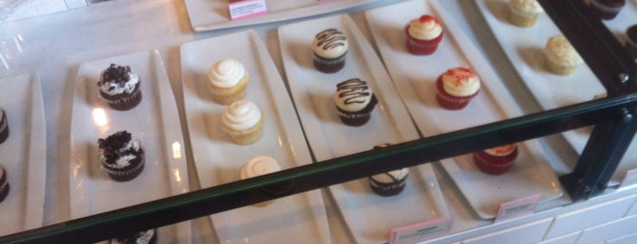 Flirty Cupcakes Dessert Garage is one of IL.
