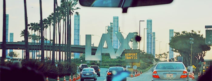 Flughafen Los Angeles International (LAX) is one of Orte, die Coco gefallen.