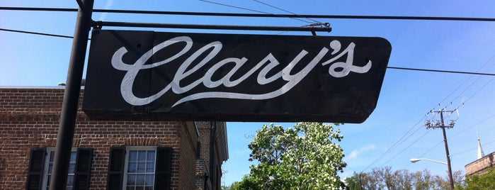 Clary's Cafe is one of Lugares favoritos de Erik.