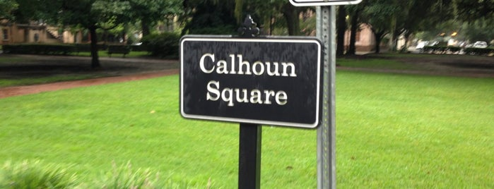 Calhoun Square is one of Orte, die Daron gefallen.