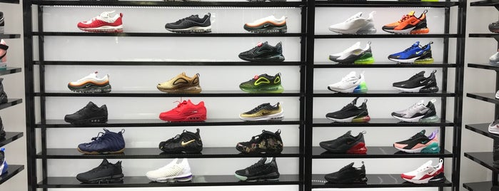 Shoe Palace is one of My home LA.