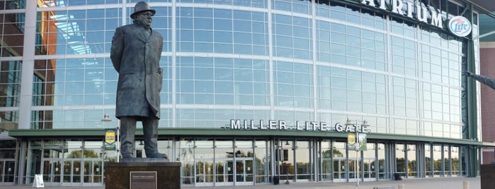 Lambeau Field is one of Lugares guardados de Gregory.