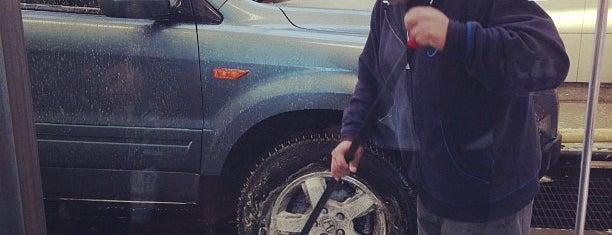 Jomar Car Wash is one of Lugares favoritos de Montana.