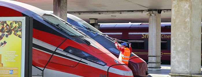 Frecciarossa Highspeed Train 9416 Napoli > Venezia is one of สถานที่ที่ Dsignoria ถูกใจ.