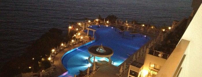 Korumar Hotel De Luxe is one of İzmir Dışı Yerler.