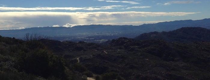 Rocky Peak Hiking Trail is one of Orte, die Jay gefallen.