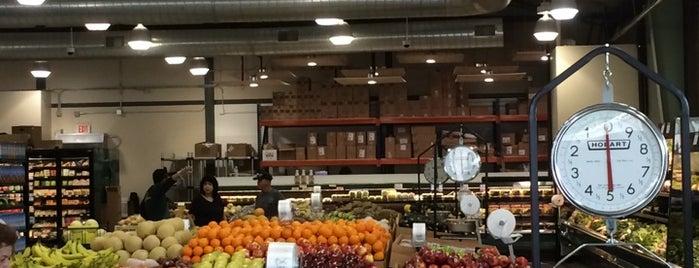 Cox Farms Market is one of James'in Beğendiği Mekanlar.