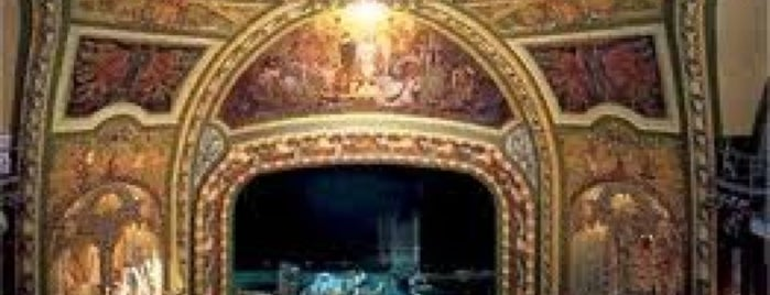 New Amsterdam Theater is one of Locais curtidos por Jessica.