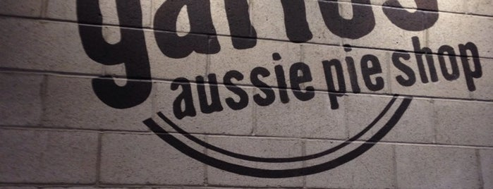 Garlo's Aussie Pie Shop is one of Lugares guardados de Dat.
