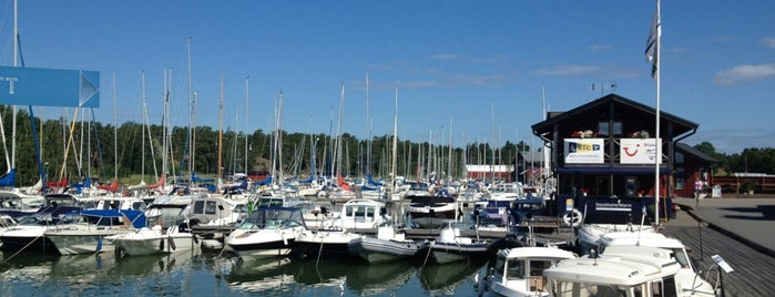 Bullandö Marina is one of Locais curtidos por Cristina.