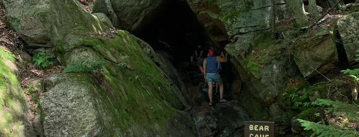 Flume Gorge Bear Cave is one of Colin : понравившиеся места.