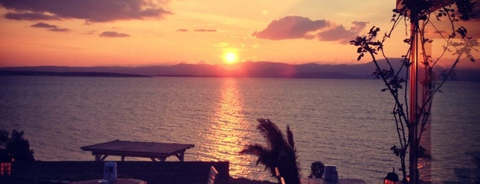 The Sunset Beach & Restaurant is one of Kalbim Ege'de.
