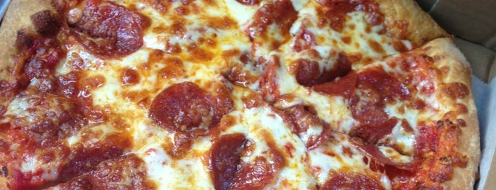 Manny & Olga's Pizza is one of Brandon : понравившиеся места.