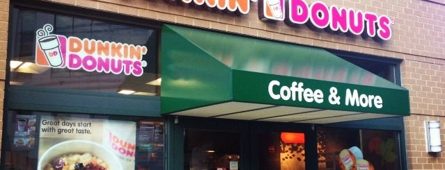 Dunkin' is one of Locais curtidos por Johnny.
