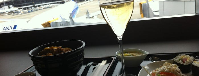 ANA SUITE LOUNGE is one of Shojiさんのお気に入りスポット.