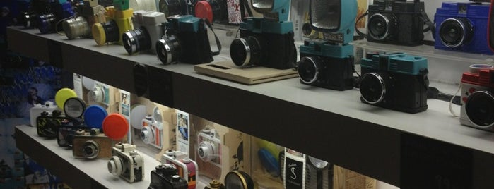 Lomography Gallery Store Barcelona is one of La Barcelona del Sr. Z.