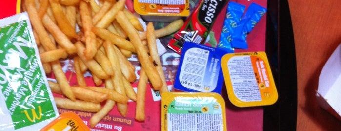 McDonald's is one of Öğlen Yemeği 👩🏻⚖️👜🍽.