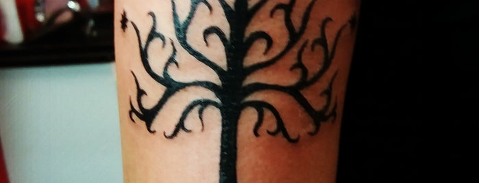 SkinCarved Tattoo is one of Lucianaさんのお気に入りスポット.