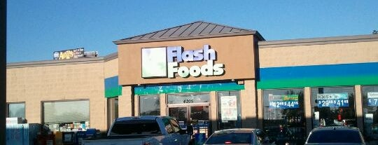 Flash Foods is one of Lieux qui ont plu à Chris.