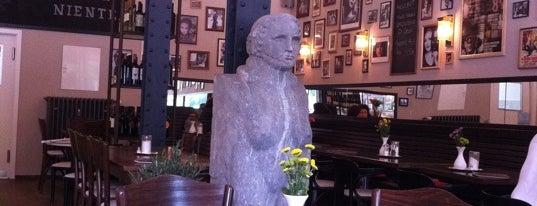 Fellini Cafe Vinoteca is one of Gespeicherte Orte von Julia.
