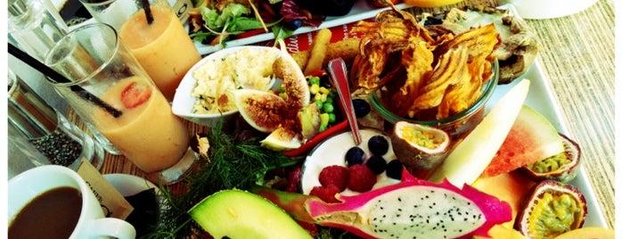 Luna's Diner is one of Locais salvos de Bea.