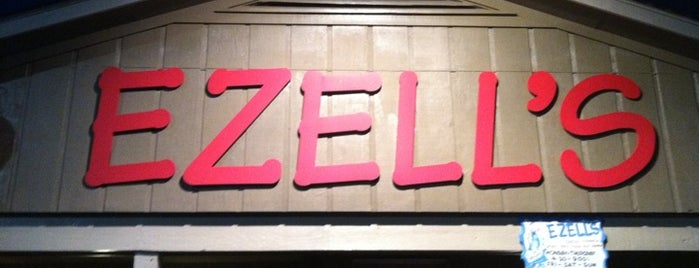 Ezell's Catfish Cabin is one of Kellyさんのお気に入りスポット.