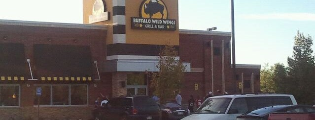 Buffalo Wild Wings is one of Lugares favoritos de Hiroshi ♛.