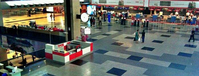 Aeroporto Internacional de Curitiba / Afonso Pena (CWB) is one of Aeroportos do Brasil.