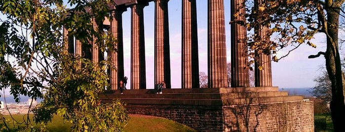 Calton Hill is one of Edinburgh mit Mum.