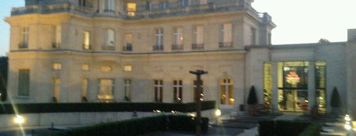 Tiara Chateau Hotel Mont Royal Chantilly is one of Tempat yang Disukai Andrea.