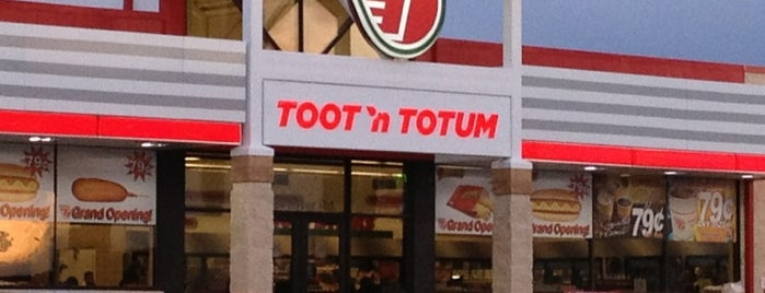 Toot'n Totum is one of Locais curtidos por Bill.