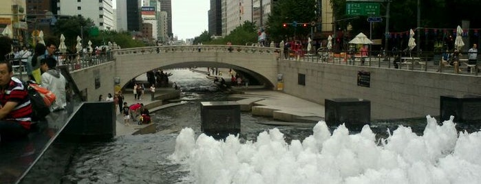 Cheonggye Plaza Waterfall is one of South Korea.