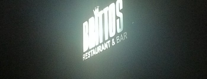 Brittos Bar & Restaurant is one of Best place in Goa.