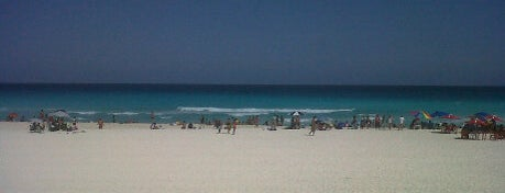 Playa Delfines (El Mirador) is one of Swimmies Cancún.