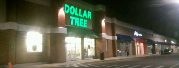 Dollar Tree is one of Dominique 님이 좋아한 장소.