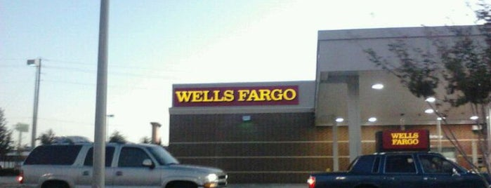 Wells Fargo is one of Orte, die Devin gefallen.