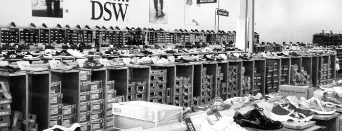 DSW Designer Shoe Warehouse is one of Kathy : понравившиеся места.