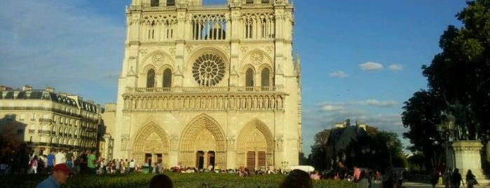 Catedral de Nuestra Señora de París is one of Bucket List.