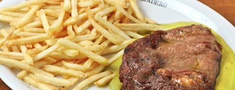 Madero Burger & Grill is one of Goiânia Shopping.