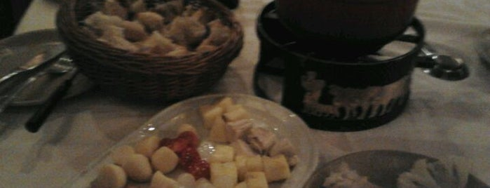 La Fondue De Tell is one of Mis Restaurantes favoritos de Madrid.