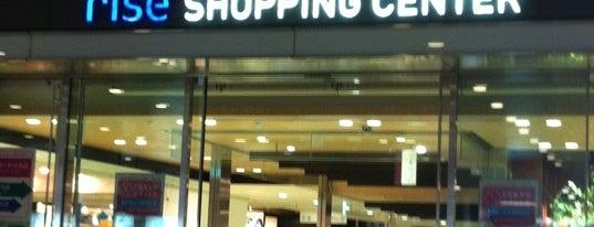 Futako Tamagawa Rise Shopping Center is one of Lieux qui ont plu à jordi.