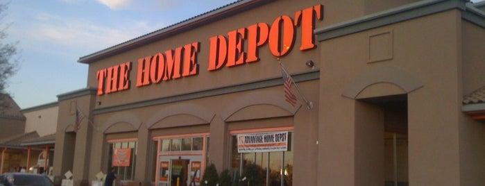The Home Depot is one of สถานที่ที่ Robin ถูกใจ.