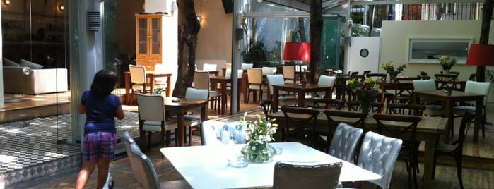 Cezayir Restaurant is one of İkra's.