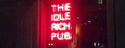 Idle Rich Pub is one of Orte, die Lois gefallen.