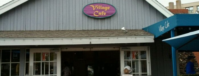 Village Café is one of Lugares favoritos de Sergio M. 🇲🇽🇧🇷🇱🇷.