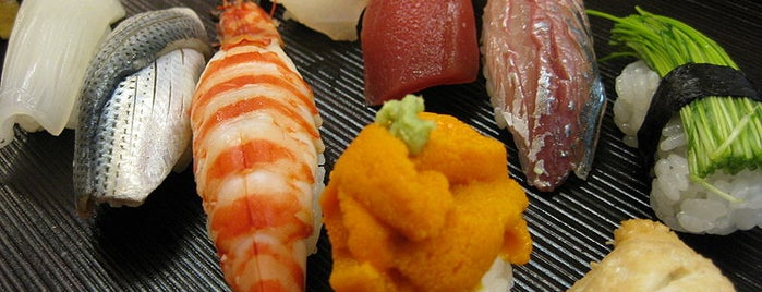 Sushi Hana is one of Orte, die Chris gefallen.