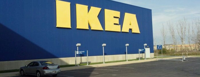 IKEA is one of Lugares favoritos de Chris.