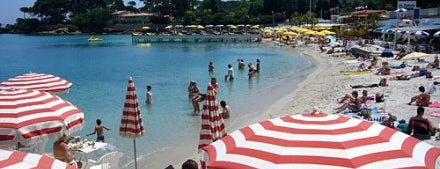 Plage de la Garoupe is one of FR2DAY's Favourite French Riviera Beaches.