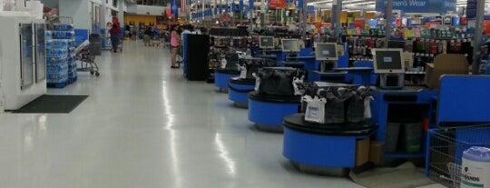 Walmart Supercenter is one of Tempat yang Disukai Lindsaye.